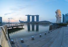 Lever de soleil en parc de Merlion de ville de Singapour Photographie stock libre de droits