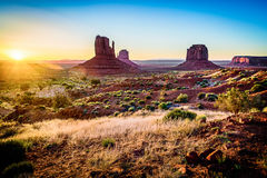 Lever de soleil en vallée de monument Photo stock
