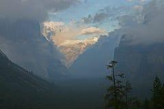 Lever de soleil en vallée de Yosemite photos stock