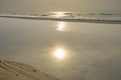 Lever de soleil et lagune chez Illovo, côte sud, près de Durban, l'Afrique du Sud Photographie stock libre de droits