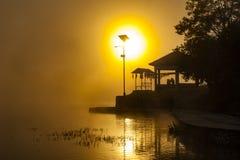 Lever de soleil et silhouette de matin Photos stock