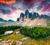 Lever de soleil fantastique de couleurs en parc national Tre Cime di Lavare Images libres de droits