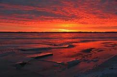 Lever de soleil gelé sur le lac image libre de droits
