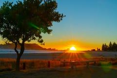 Lever de soleil intense au bâti Maunganui photos stock