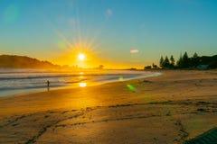 Lever de soleil intense au bâti Maunganui image libre de droits