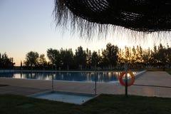 Lever de soleil de la piscine image libre de droits