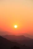 Lever de soleil Lever de soleil de matin sur la nature de montagne images stock