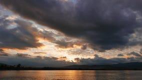 Lever de soleil méditerranéen coloré en automne 09 banque de vidéos