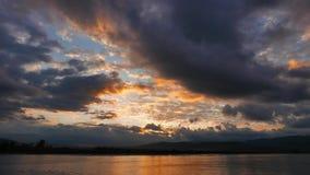 Lever de soleil méditerranéen coloré en automne 07 banque de vidéos
