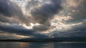 Lever de soleil méditerranéen foncé en automne 04 banque de vidéos