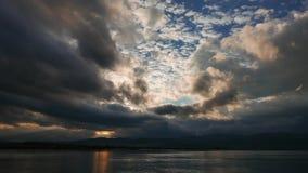 Lever de soleil méditerranéen foncé en automne 01 banque de vidéos