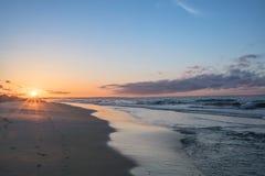 Lever de soleil de matin à la colline de montre photographie stock libre de droits