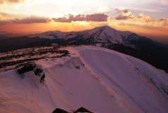 Lever de soleil, montagnes en hiver Photographie stock