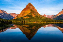 Lever de soleil Montana de lac Swiftcurrent Photos stock