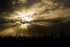 Lever de soleil nuageux images stock