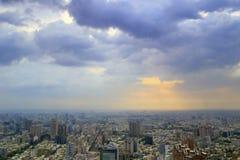 Lever de soleil nuageux de jour de ville de Kaohsiung Image libre de droits