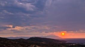 Lever de soleil orageux de matin à la montagne sainte Athos image stock