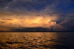 Lever de soleil péruvien du fleuve Amazone Photo stock