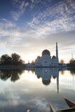 Lever de soleil par la mosquée Photo stock