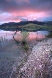 Lever de soleil par le lac. image libre de droits