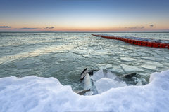 Lever de soleil par le Lac Balaton en hiver, Hongrie photographie stock libre de droits
