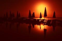 Lever de soleil par le regroupement Images stock