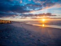 Lever de soleil pittoresque sur la plage fausse de baie - 2 Photographie stock libre de droits