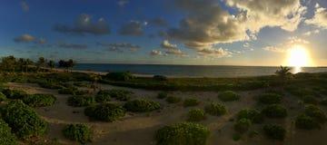 Lever de soleil de plage de Turcs et de la Caïques photographie stock libre de droits