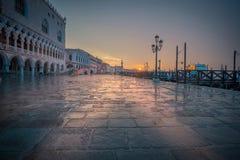 Lever de soleil pluvieux à Venise image libre de droits