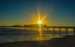Lever de soleil près du dock Images libres de droits