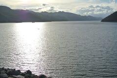 Lever de soleil de réflexion au lac Images libres de droits