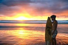 Lever de soleil renversant au-dessus d'océan images stock