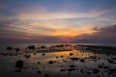 Lever de soleil rocheux Photo stock