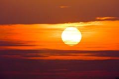 Lever de soleil rougeâtre Images libres de droits