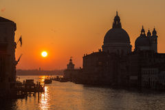 Lever de soleil sur Grand Canal à Venise Image libre de droits