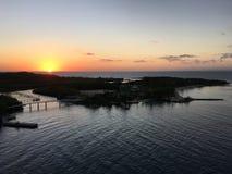 Lever de soleil sur l'île de mer des Caraïbes Photo libre de droits