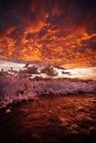 Lever de soleil sur l'île de fraser avec des vagues image stock