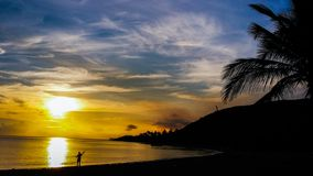 Lever de soleil sur l'île-hôtel de l'Océan Atlantique Images stock