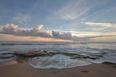 Lever de soleil sur la côte d'océan de la Floride Photo stock
