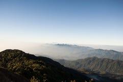 Lever de soleil sur la gamme de montagne Photo libre de droits
