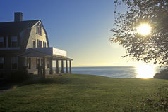 Lever de soleil sur la maison d'océan, pilier de Narragansett, RI photographie stock libre de droits