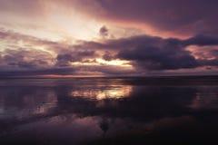 Lever de soleil sur la mer images stock