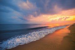 Lever de soleil sur la mer Photos stock