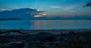 Lever de soleil sur la plage banque de vidéos