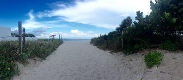 Lever de soleil sur la plage Image stock