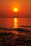 Lever de soleil sur la plage Photo stock