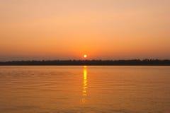 Lever de soleil sur la rivière Photographie stock libre de droits
