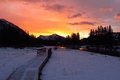 Lever de soleil sur la rivière de Canmore Images stock