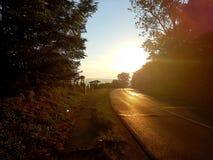 Lever de soleil sur le chemin photo stock