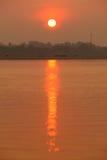 lever de soleil sur le fleuve images libres de droits